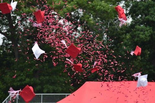 beyaz, kırmızı, kırmızı ve beyaz, konfeti içeren Ücretsiz stok fotoğraf