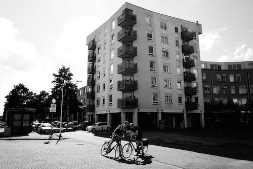 Photos gratuites de appartement, arbres, architecture, balcon