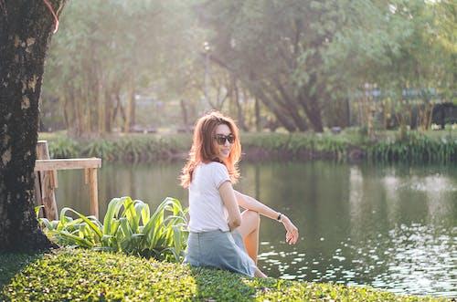 Kostenloses Stock Foto zu asiatin, asiatische frau, bäume, draußen