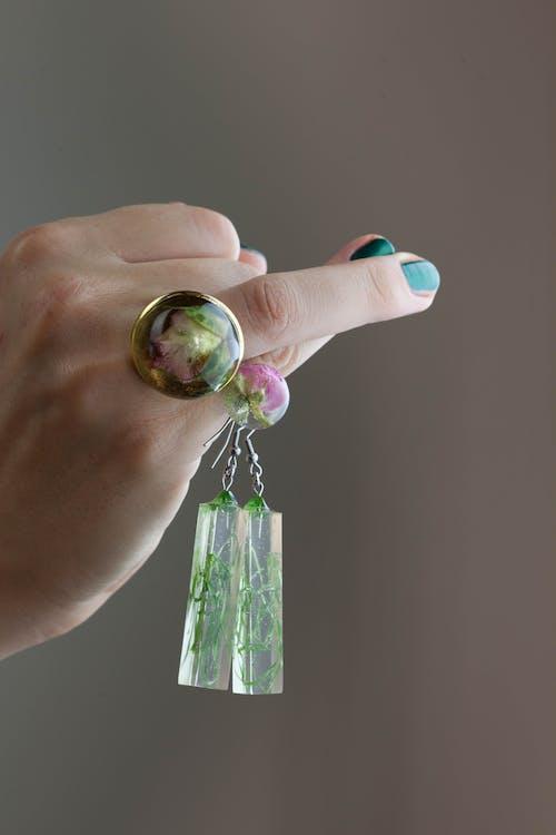 Immagine gratuita di articoli di vetro, bicchiere, dita, donna