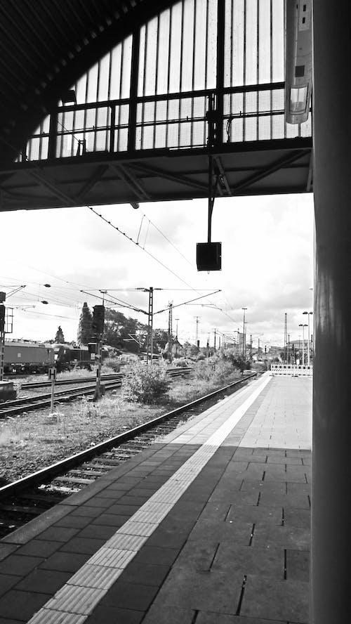 Ilmainen kuvapankkikuva tunnisteilla asemalaituri, düsseldorf, junarata, junat