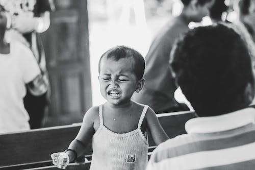 不快樂, 兒童, 年輕, 穿著 的 免費圖庫相片