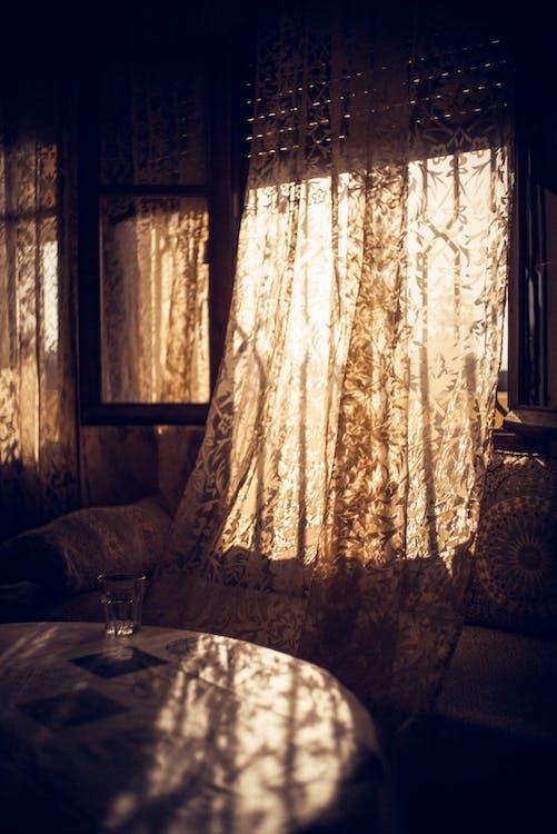 ciemny, meble, okna