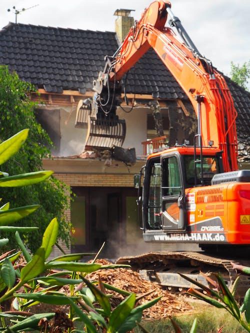 Ilmainen kuvapankkikuva tunnisteilla kaivinkone, purku, vanha talo