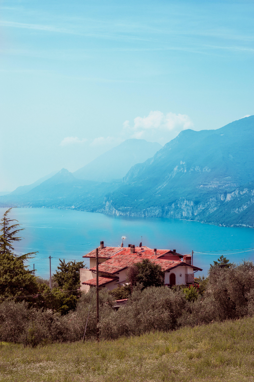 Kostnadsfri bild av arkitektur, bergen, bergskedja, blå himmel