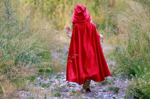 Základová fotografie zdarma na téma cestování, chůze, denní světlo, holka