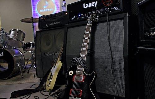 Бесплатное стоковое фото с les paul, telecaster, ампер, гитара