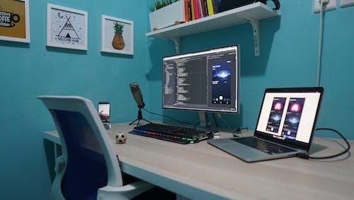 Foto d'estoc gratuïta de codificador, dissenyador, espai de treball
