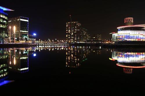 gece şehir içeren Ücretsiz stok fotoğraf