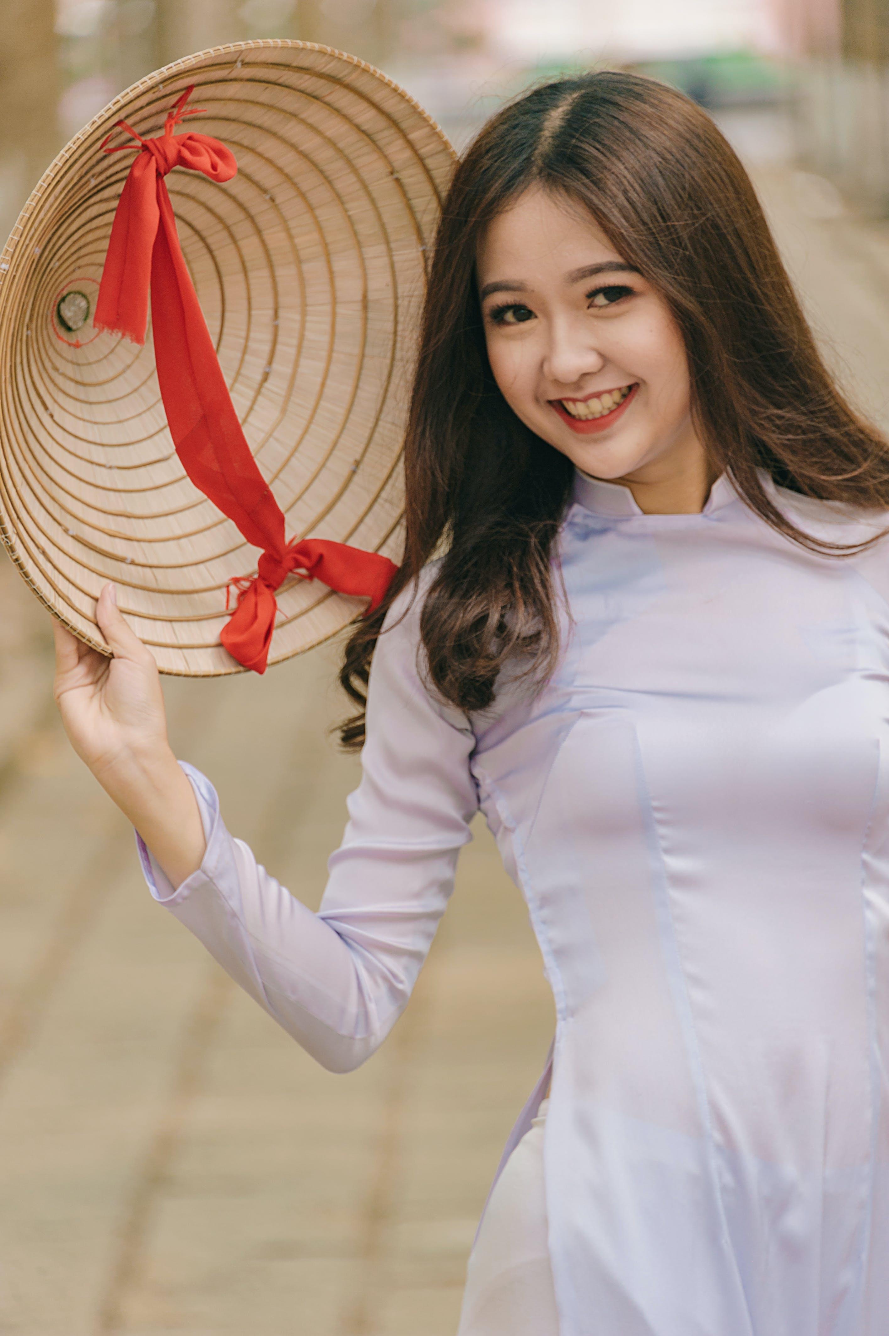 Foto d'estoc gratuïta de asiàtica, barret, bonic, bufó