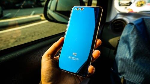 Imagine de stoc gratuită din albastru, automobil, mână, telefon mobil