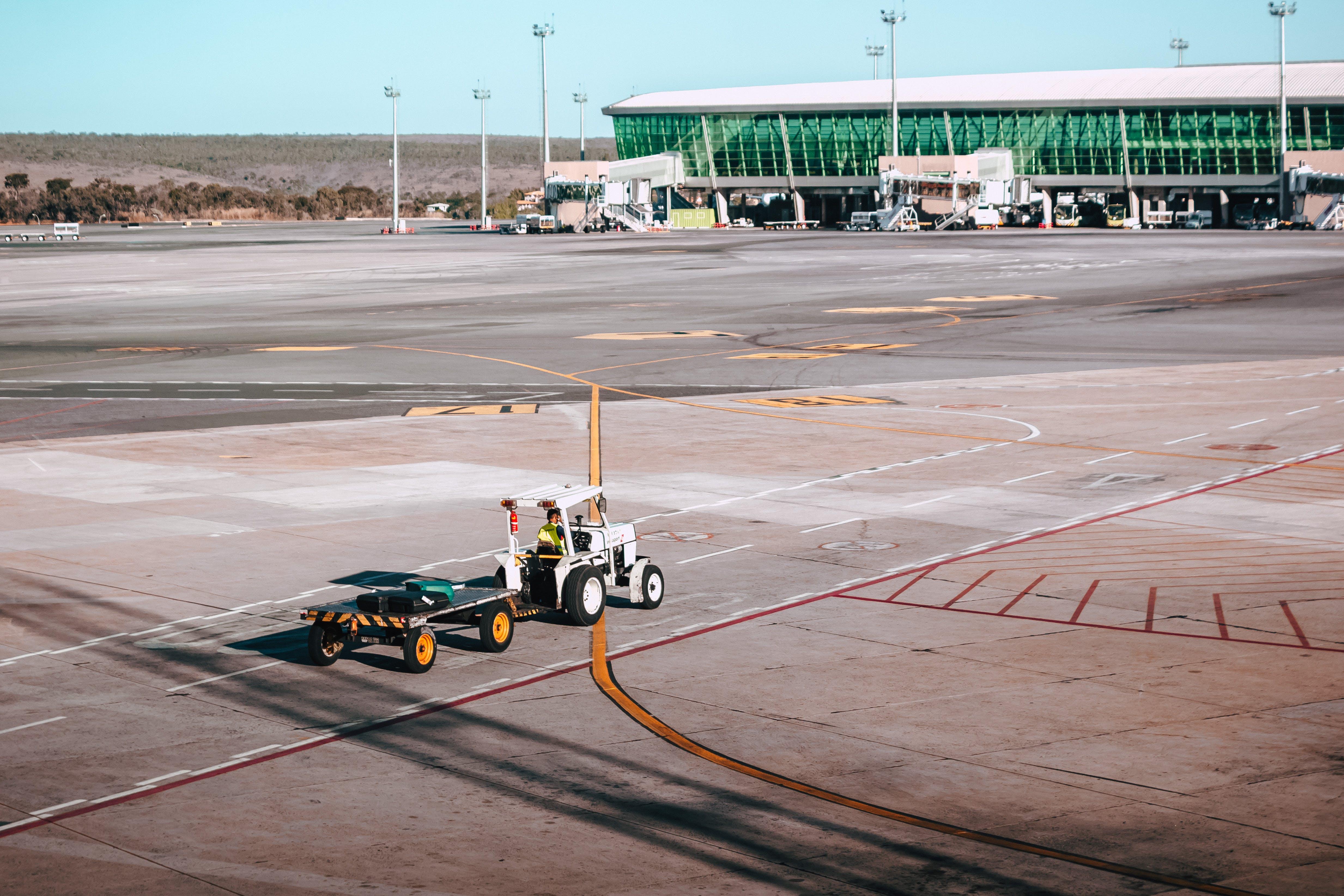 Δωρεάν στοκ φωτογραφιών με αεροδρόμιο, αεροπλοΐα, ασφαλτικό σκυρόδερμα, δράση