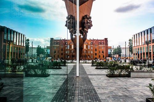 Kostenloses Stock Foto zu architektur, gebäude, glasscheiben, innenstadt