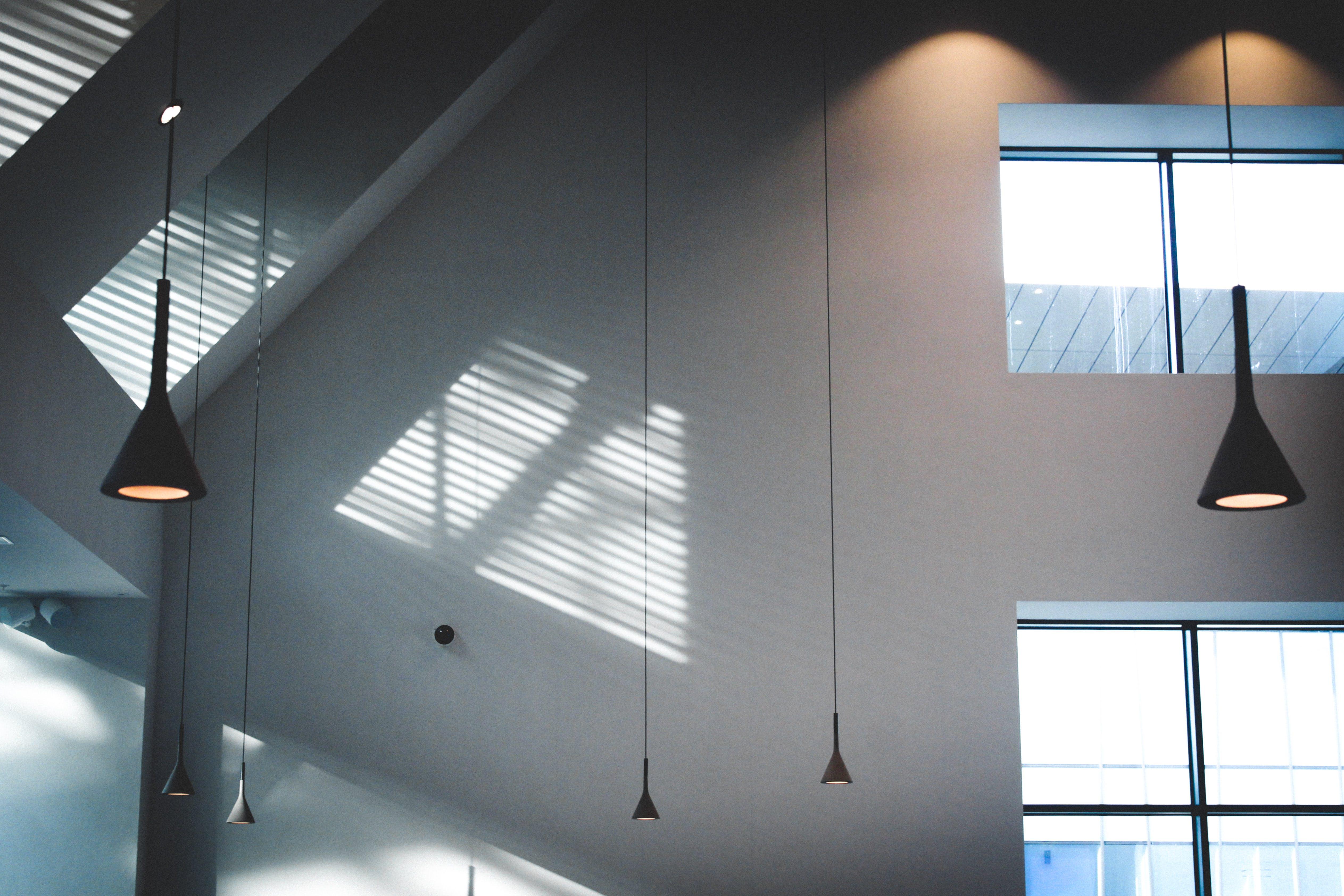 Foto profissional grátis de arquitetura, artigos de vidro, cômodo, construção