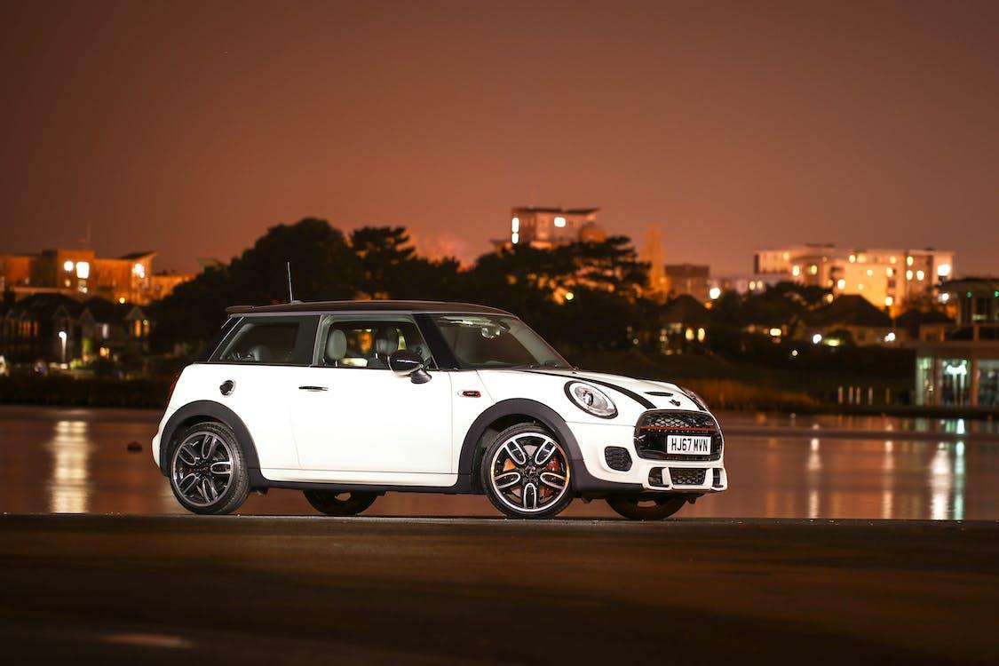 White and Black Mini Cooper