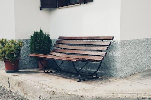 Fotobanka sbezplatnými fotkami na tému chodník, lavička, prázdny, sedadlo