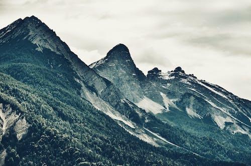 Fotos de stock gratuitas de escénico, luz de día, montaña, montaña rocosa