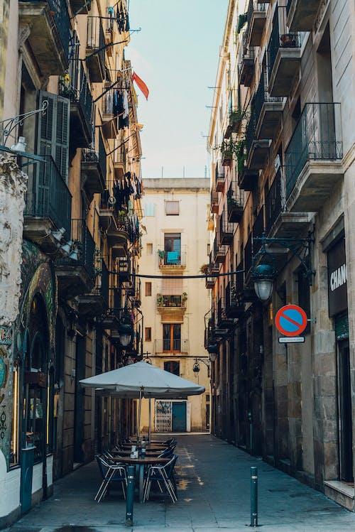 คลังภาพถ่ายฟรี ของ กลางวัน, การท่องเที่ยว, ตึก, ถนน