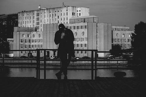 Immagine gratuita di bianco e nero, edifici, moda
