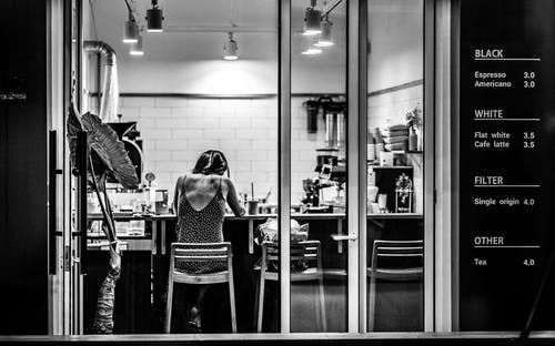 Ingyenes stockfotó beltéri, bútorok, fekete-fehér, fények témában
