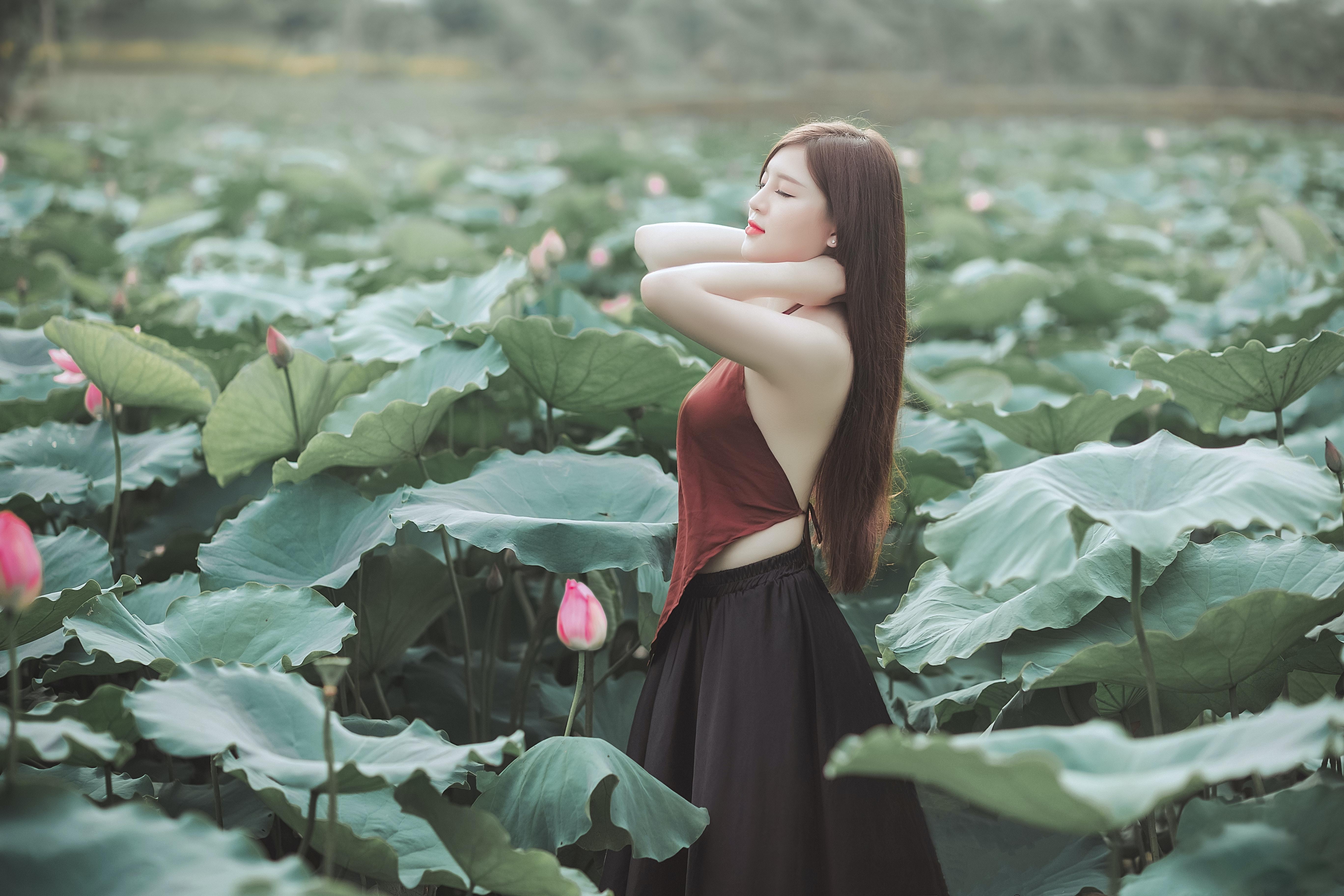 Consider, flowers tight brunette teen posing opinion