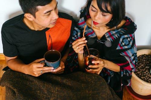 一對, 咖啡, 喝, 女人 的 免费素材照片