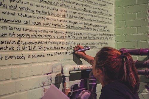人, 女人, 寫作, 房間 的 免费素材照片