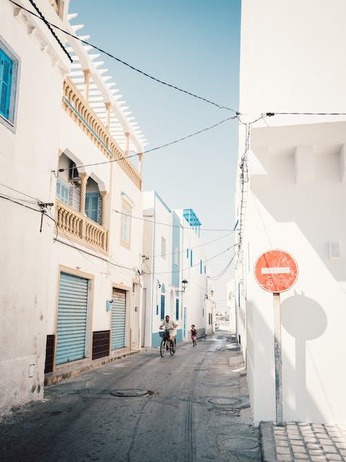 binalar, işaret, kasaba, Kent içeren Ücretsiz stok fotoğraf