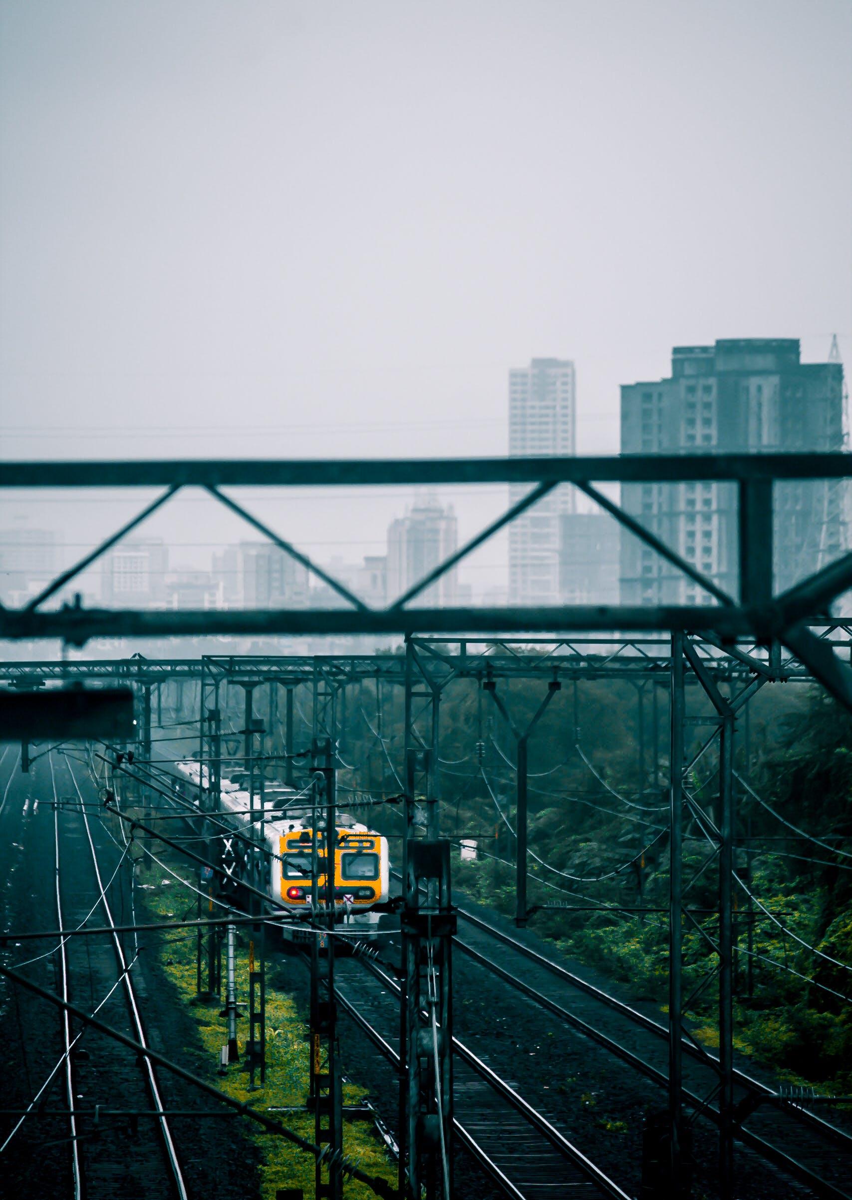 Kostenloses Stock Foto zu asien, indien, mumbai, nahverkehrszug
