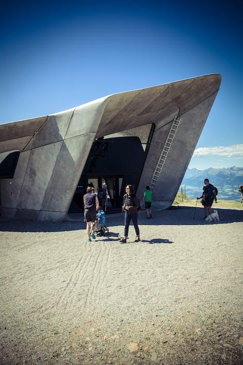 Kostenloses Stock Foto zu architektur, menschen, museum