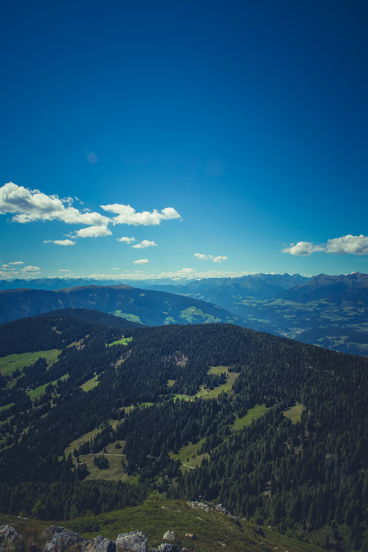 Foto profissional grátis de árvores, cadeia de montanhas, cênico, céu