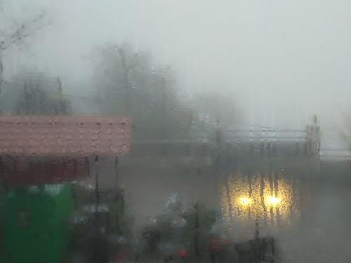雨の日の無料の写真素材
