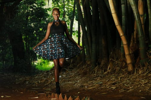 Immagine gratuita di abito, alberi, ambiente, donna