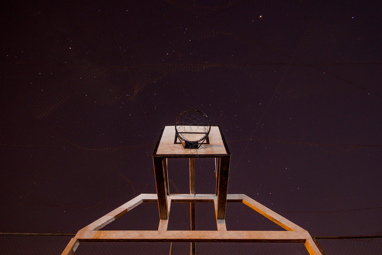 basketbalové hřiště, basketbalový koš, dřevěný