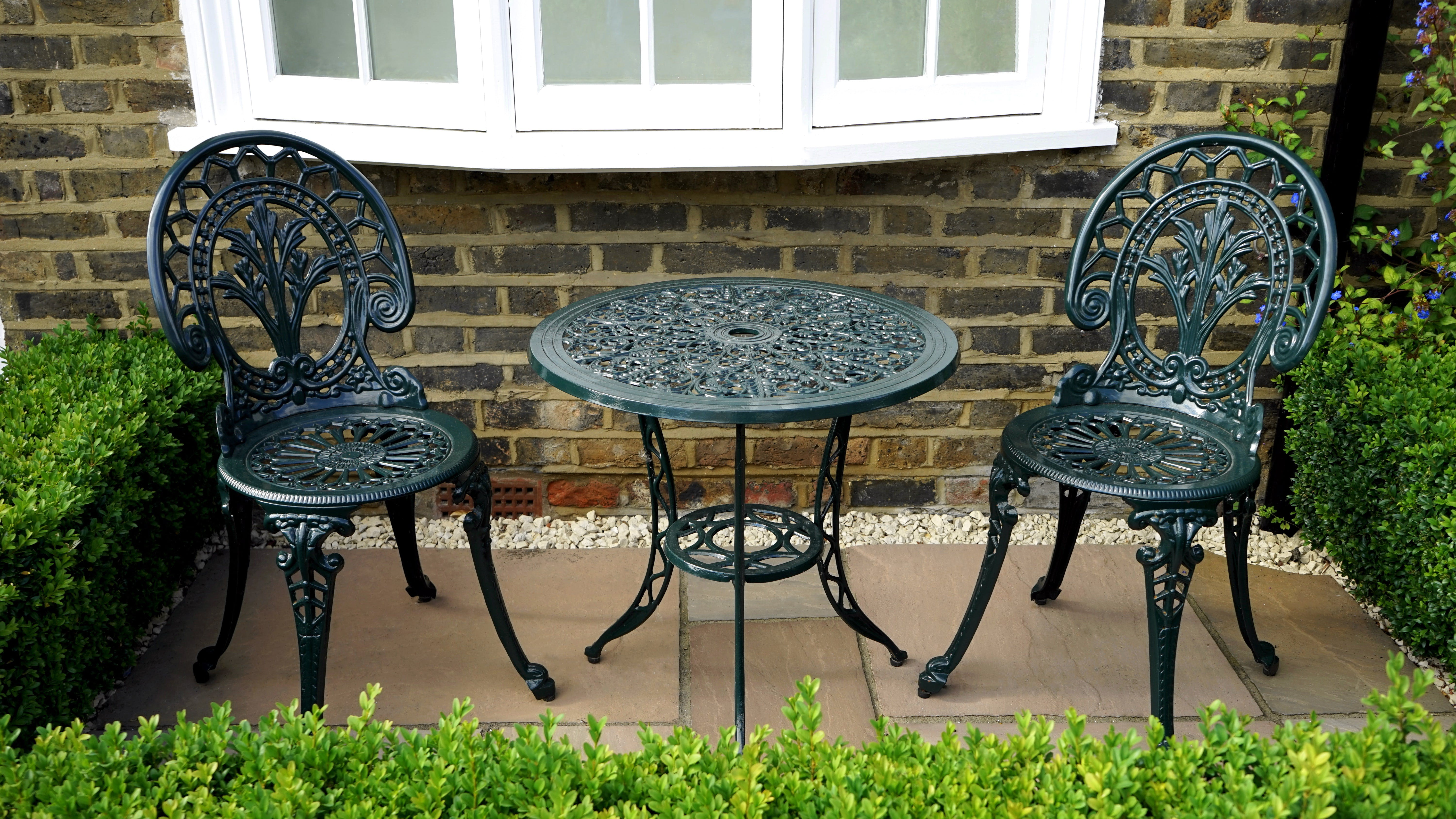 Black Steel Table With Chairs
