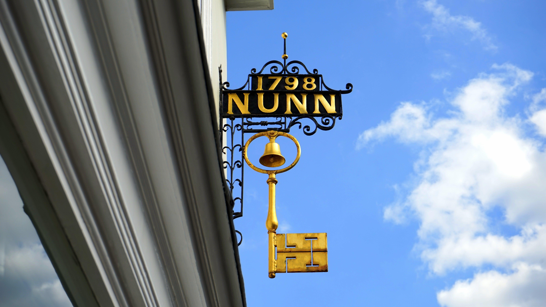 Gold 1798 Nunn Signage