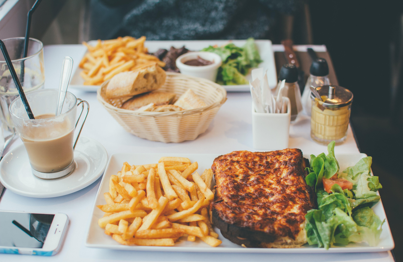 Foto stok gratis dalam ruangan, hidangan, kehidupan tenang, kentang goreng