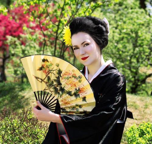 Бесплатное стоковое фото с белые собаки, женщина, кимоно, юлия стрижкина