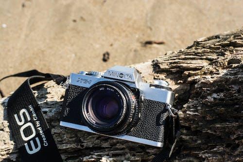 Darmowe zdjęcie z galerii z analogowy, aparat, aparat analogowy, drewno