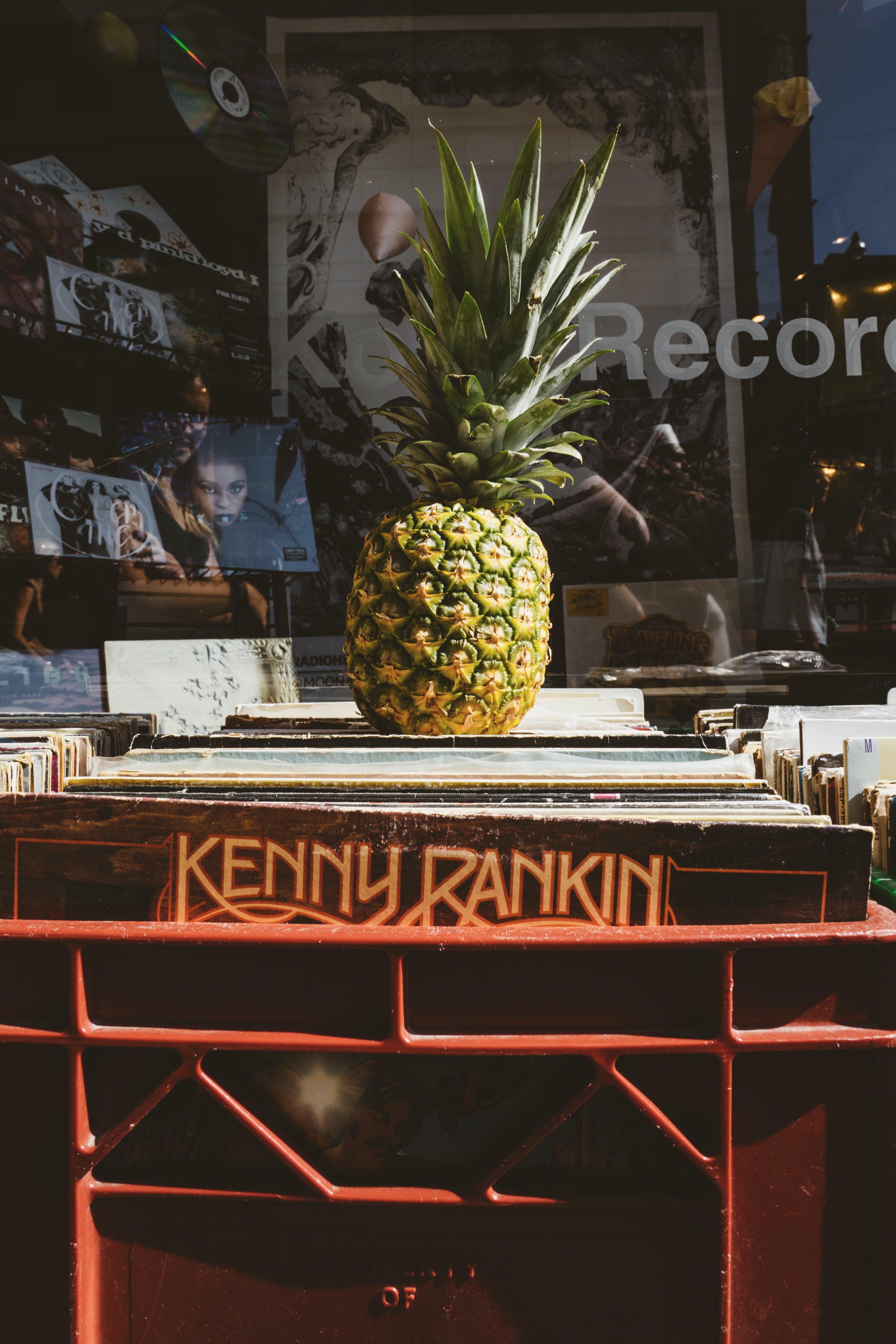 Kostenloses Stock Foto zu ananas, architektur, aufzeichnungen, design