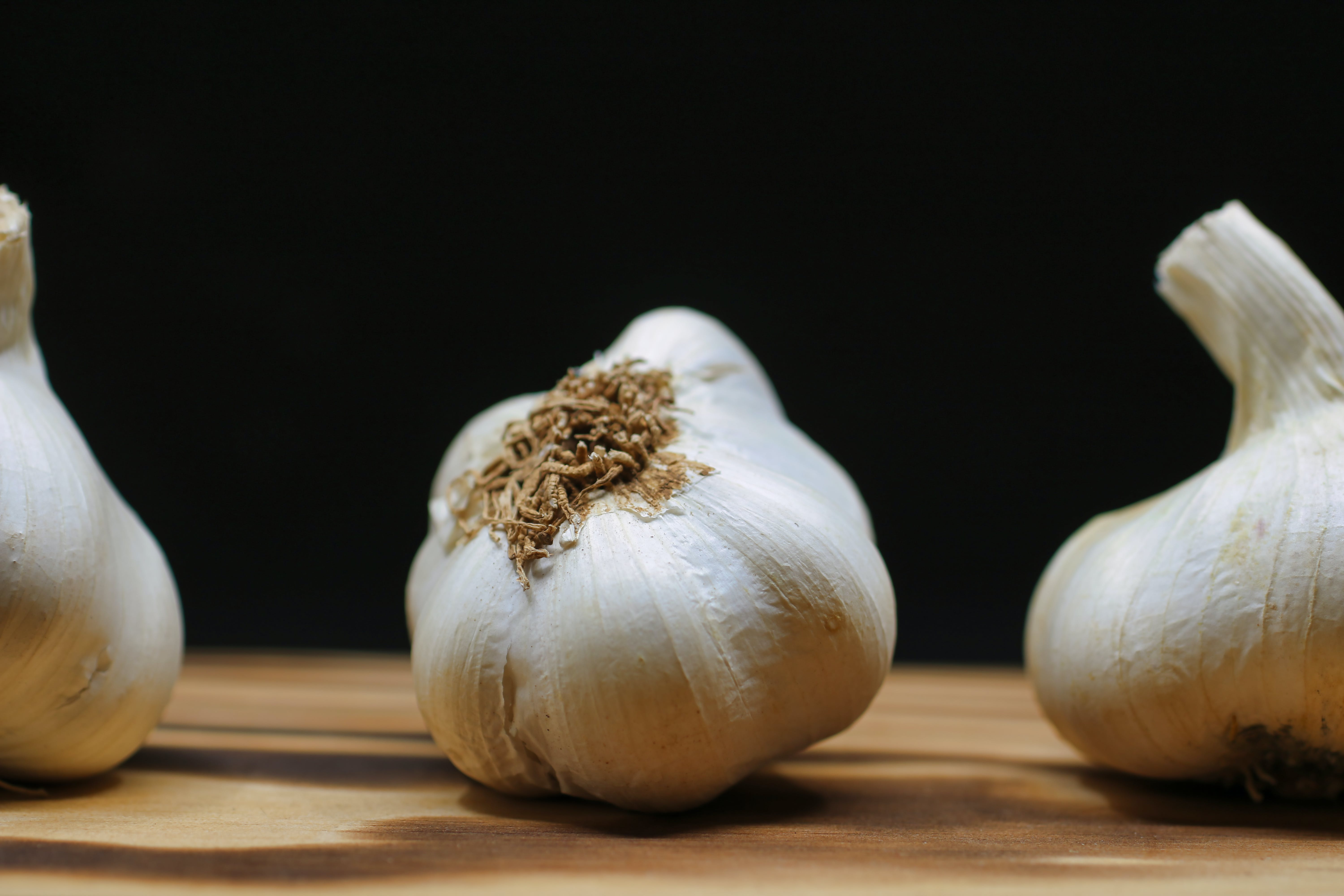 Free stock photo of black, chinese onion, chopping board, clove