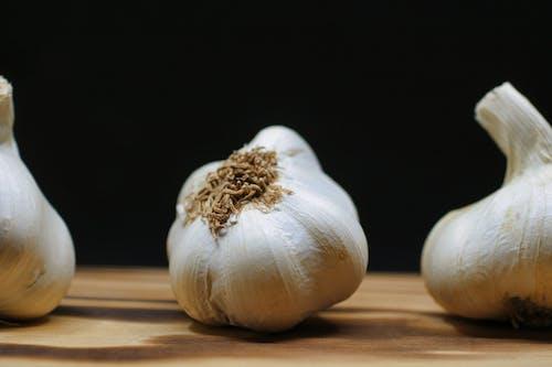 Free stock photo of black, chinese onion, chopping board, clove