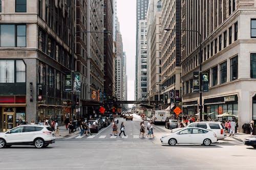 Foto profissional grátis de amontoado, andando, aparência, asfalto