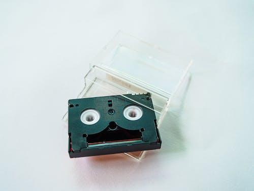Darmowe zdjęcie z galerii z białe tło, czarny, kaseta, obiekt