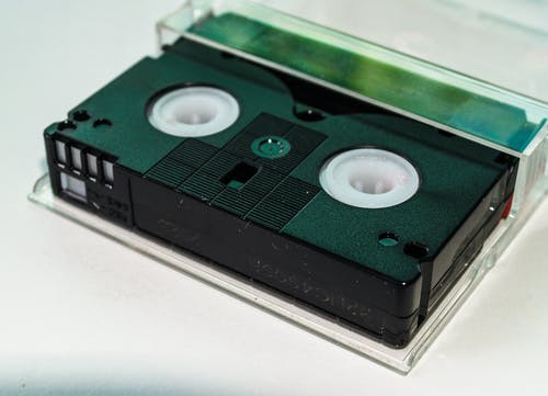 Gratis arkivbilde med bærbar, deksel, innendørs, kassett