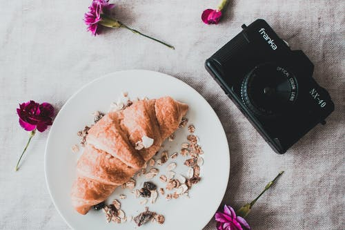 Fotobanka sbezplatnými fotkami na tému analógový fotoaparát. analógová kamera, chlieb, chutný, croissant
