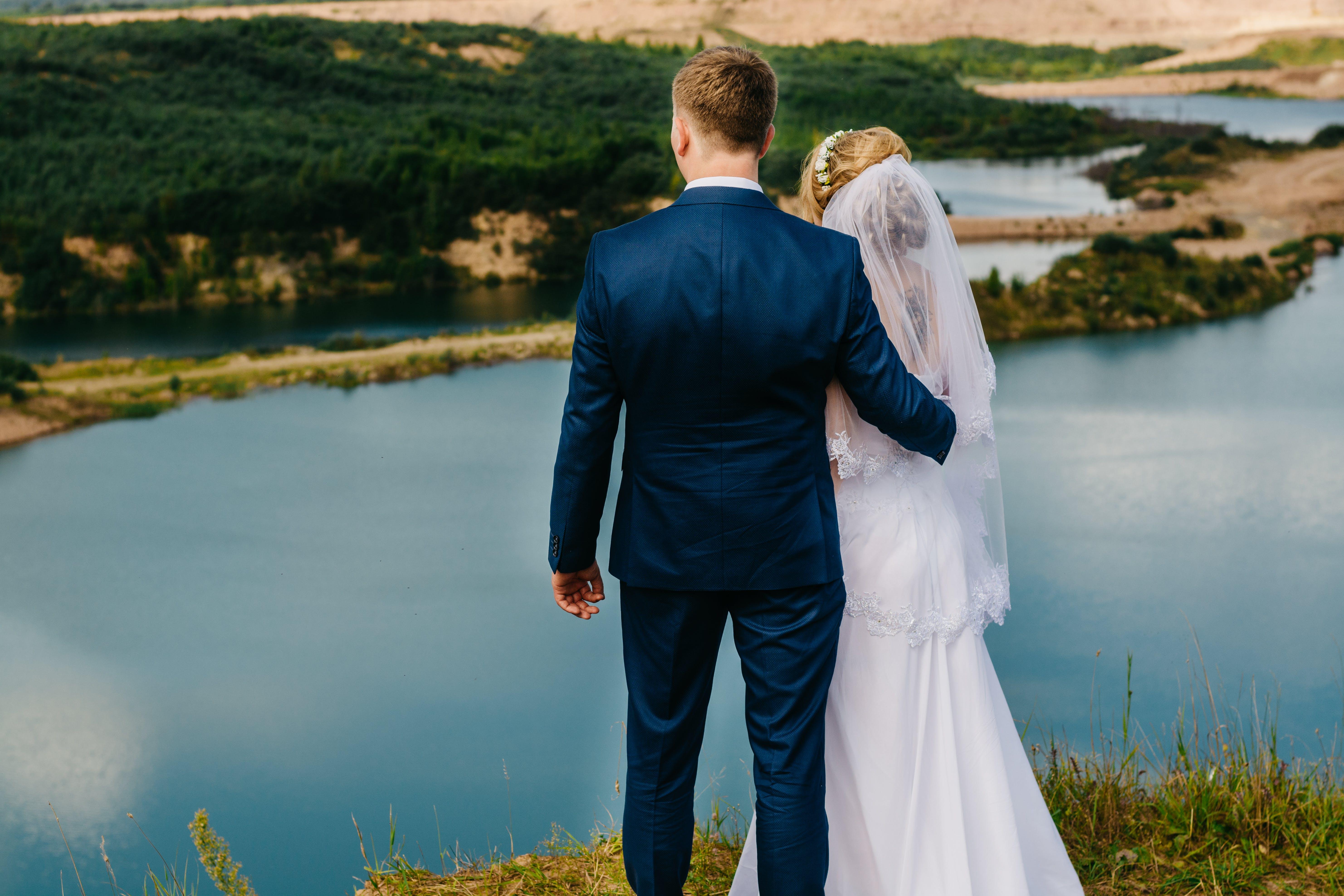 Gratis lagerfoto af brud og gom, brudebuket, brudekjole, bryllup
