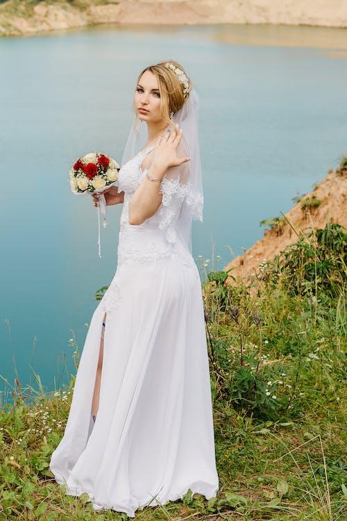 Gratis lagerfoto af ægteskab, blomster, brud, brudebuket