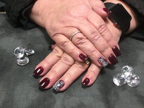 Kostenloses Stock Foto zu #nailstamping #darknails