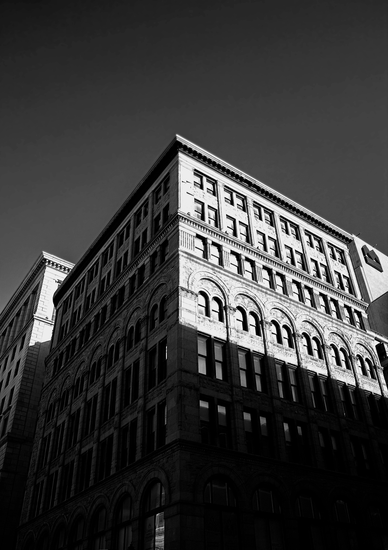 Darmowe zdjęcie z galerii z architektura, budynki, czarno-biały, fasada
